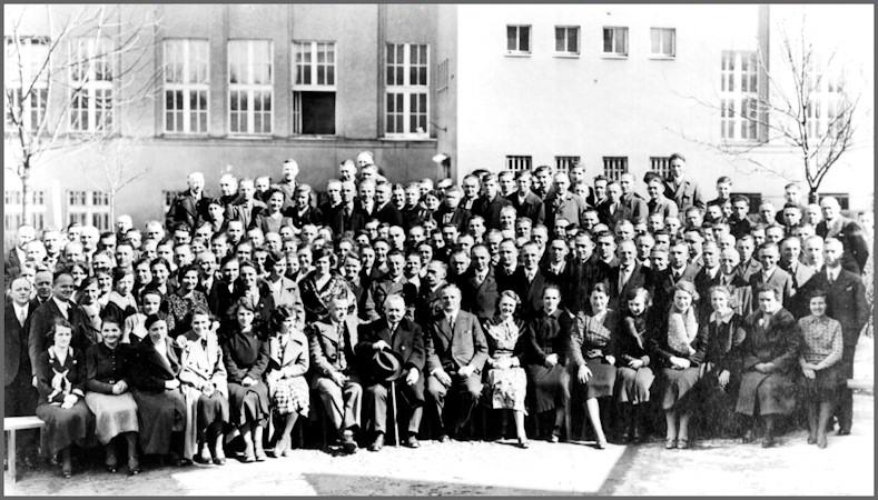 historie-meyer-optik-goerlitz-belegschaftsfoto-um-1938